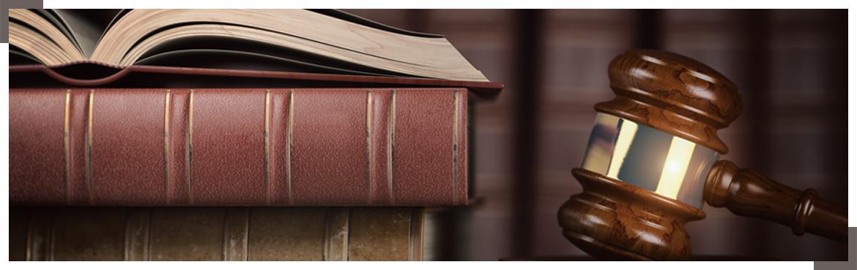 Książki i młotek sędziego